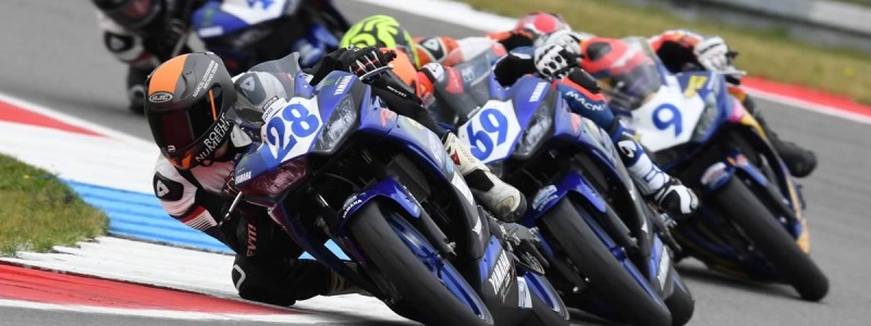 Yamaha racing R3 Cup